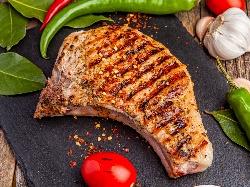 Крехки сочни мариновани свински котлети с розмарин на скара или грил тиган - снимка на рецептата